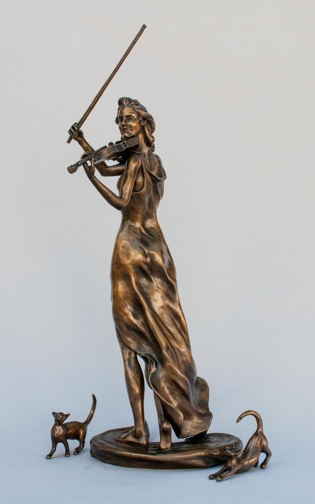 Female violin player